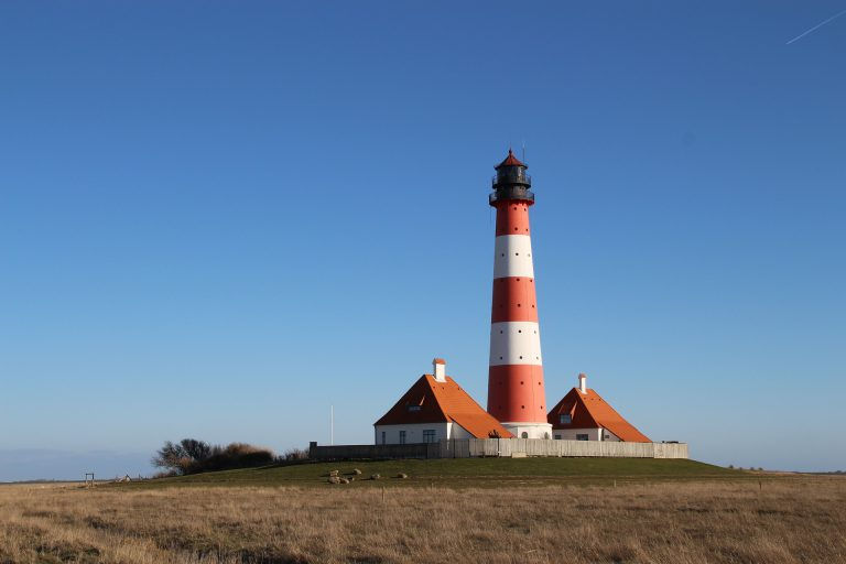 lighthouse-1428936_1920